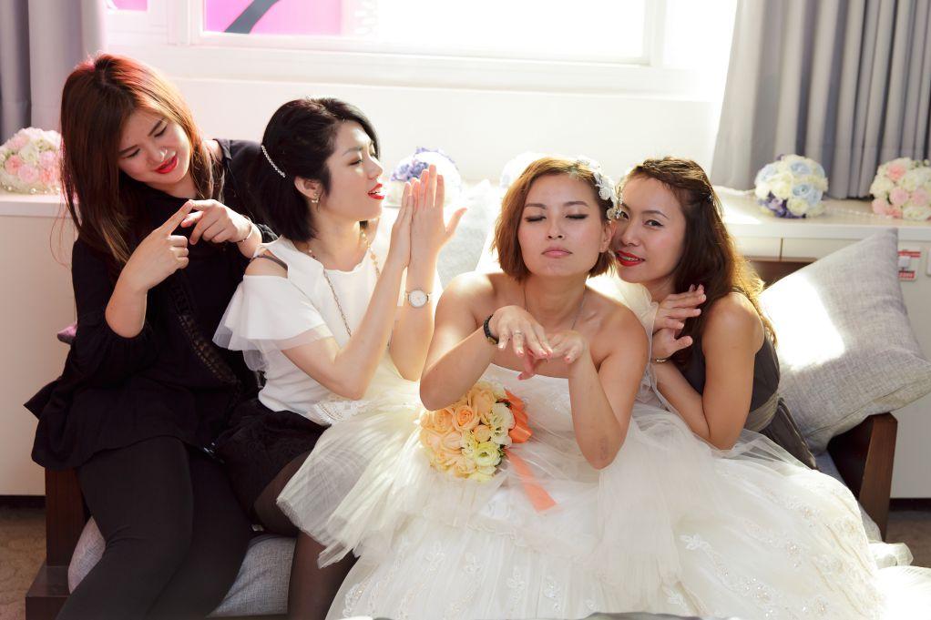 婚禮合照引導之哪裡痛摸哪裡