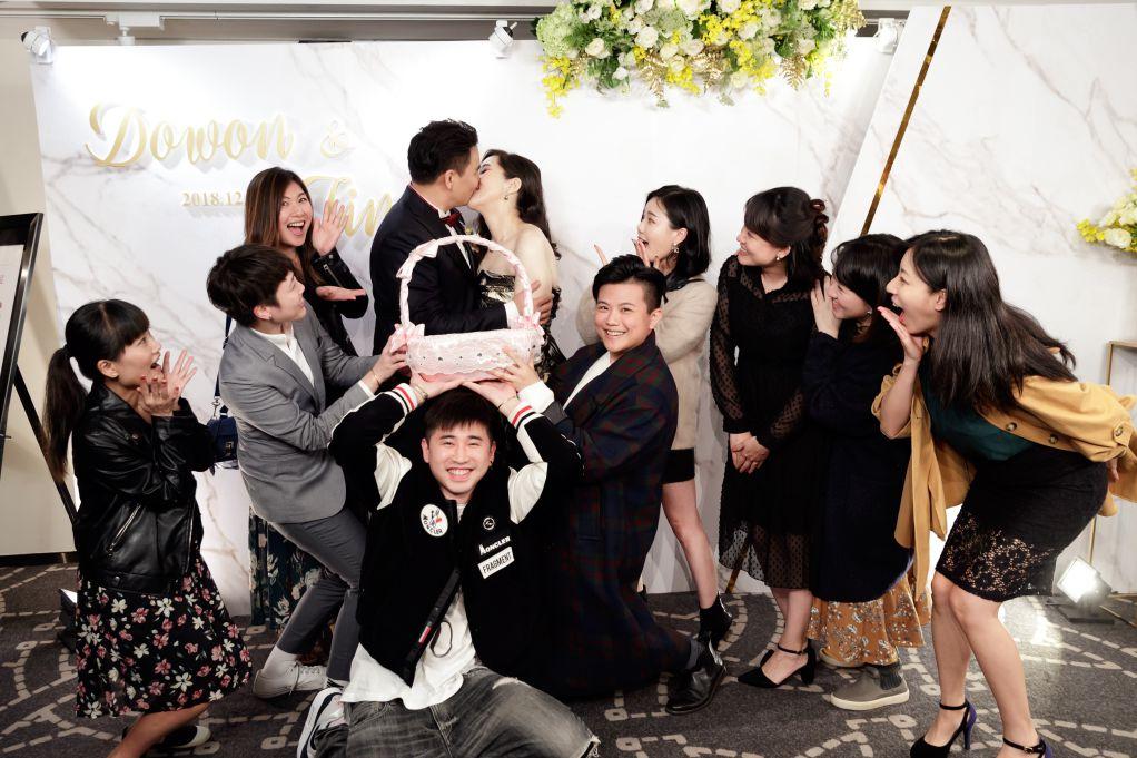 婚禮合照姿勢, 新人接吻