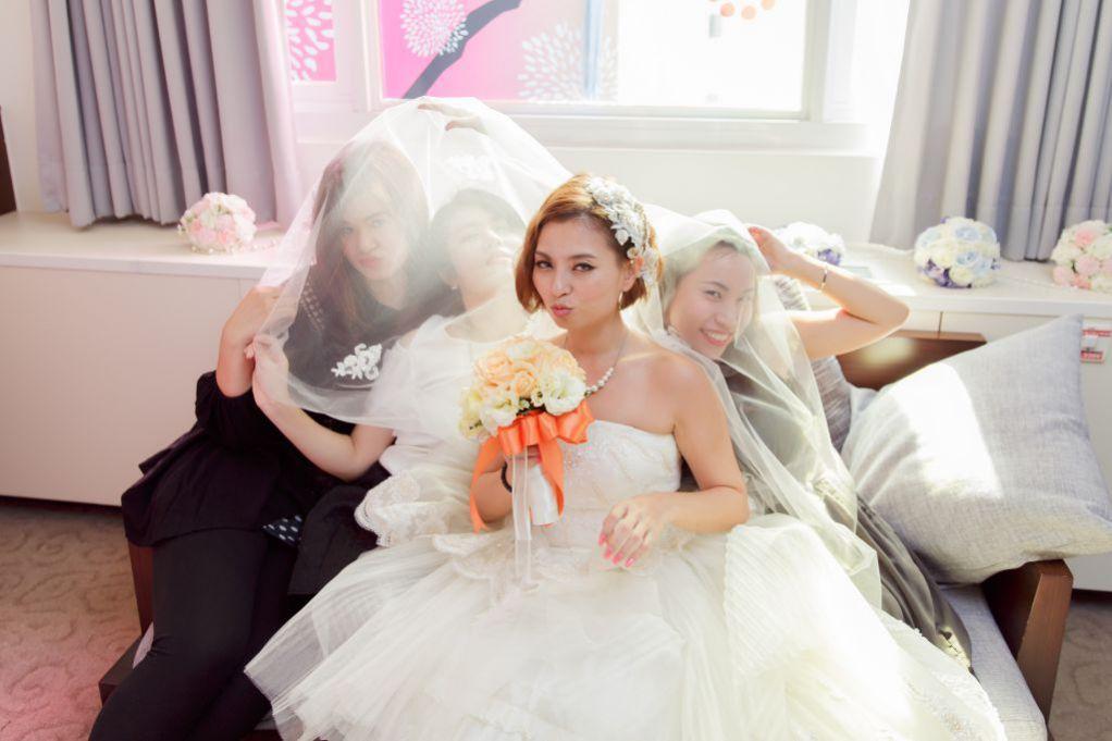 婚禮合照引導之躲頭紗