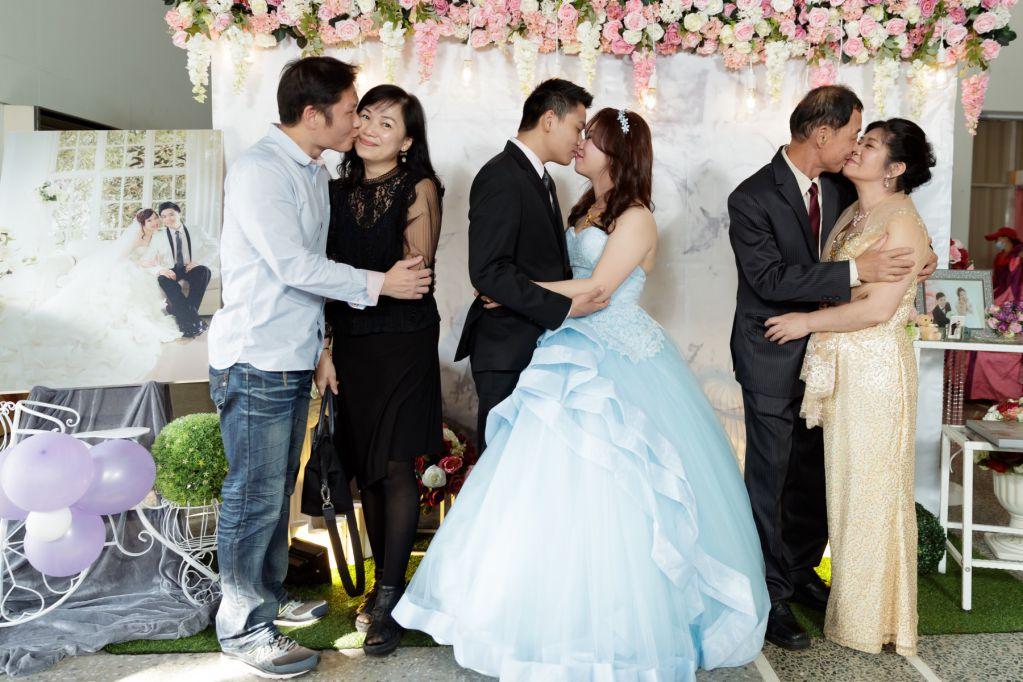 婚禮合照引導之一起接吻