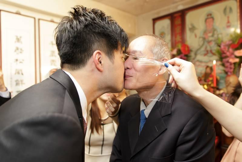 婚禮闖關懲罰-安全接吻